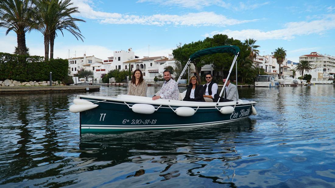 Descobreix Empuriabrava en vaixell elèctric amb Ecoboats